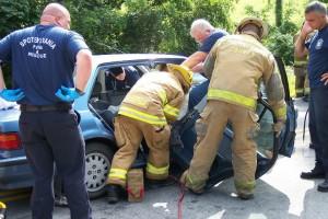 Billedet viser redningsfolk, der rydder op efter en bilulykke. Afsnittet handler om posttraumatisk stress.