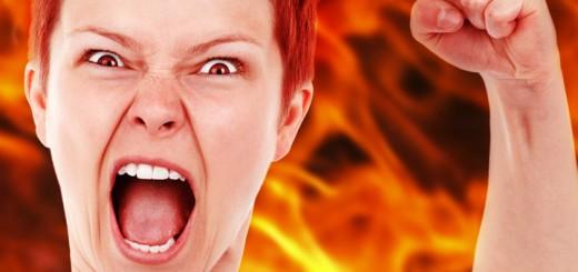 Fotoet viser en meget vred kvinde. Siden handler om en person der er meget vred.