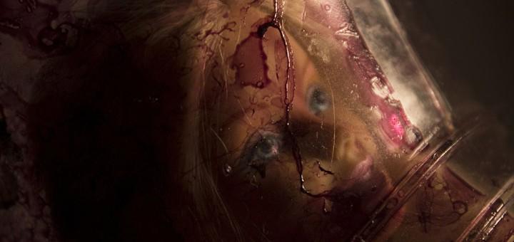 Billedet viser en indespærret kvinde. Siden handler om Kompleks PTSD.