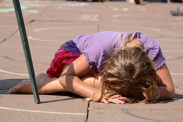 Billedet viser et grædende barn. Siden handler om diagnosen Traumatisk Traumeforstyrrelse.