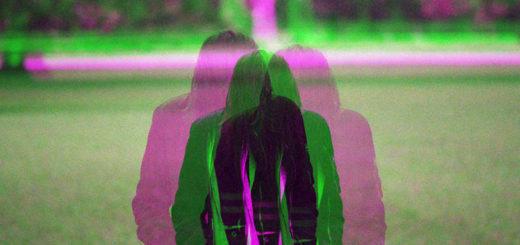 Fotoet viser en fragmenteret person. Fotoet er taget af Matus Kovacovsky. Siden handler om Dissociativ Identitets Forstyrrelse