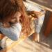 Belledet viser en træt kvinde. Siden handler om at have for lidt energi. Fotoet er af Zohre Nemati.